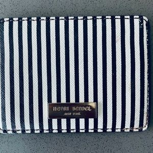 Henri Bendel Classic Style Card Holder Wallet